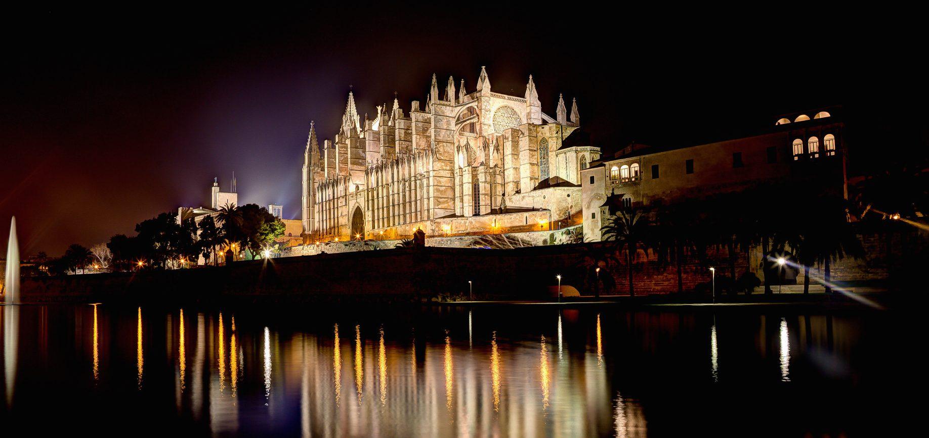mallorca cathedral de noche